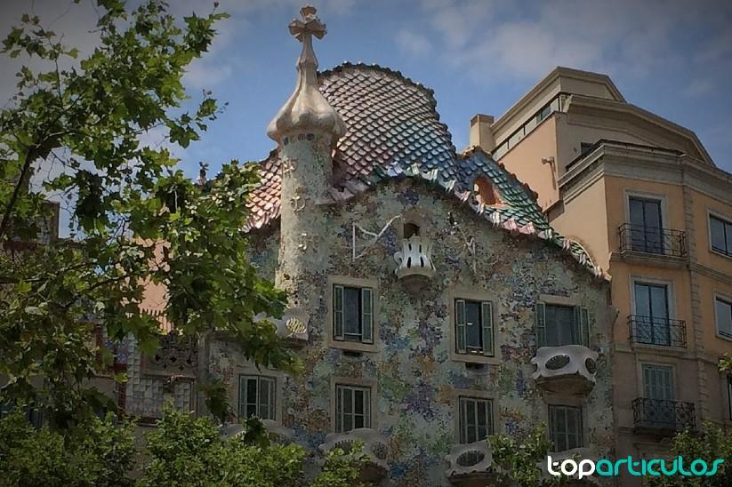 Fachada Gaudi barcelona,