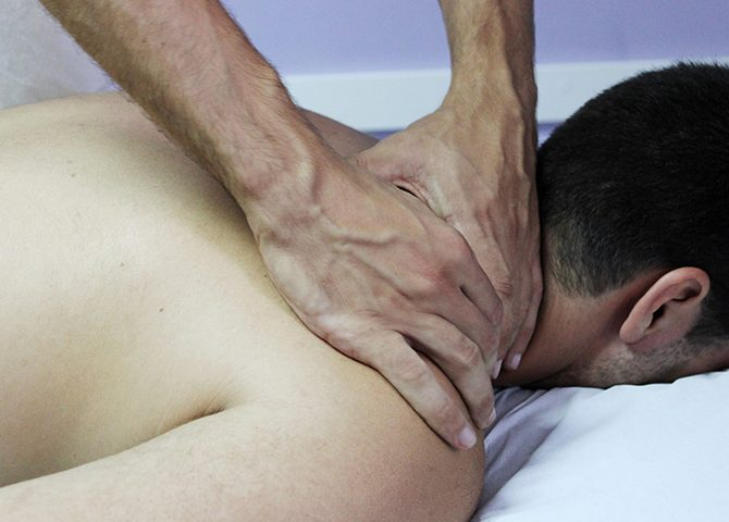 7 estiramientos para aliviar el dolor de espalda.