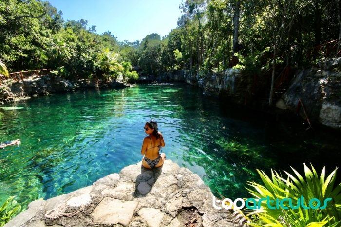 Imagen de chica en Cenote Ponderosa Riviera Maya