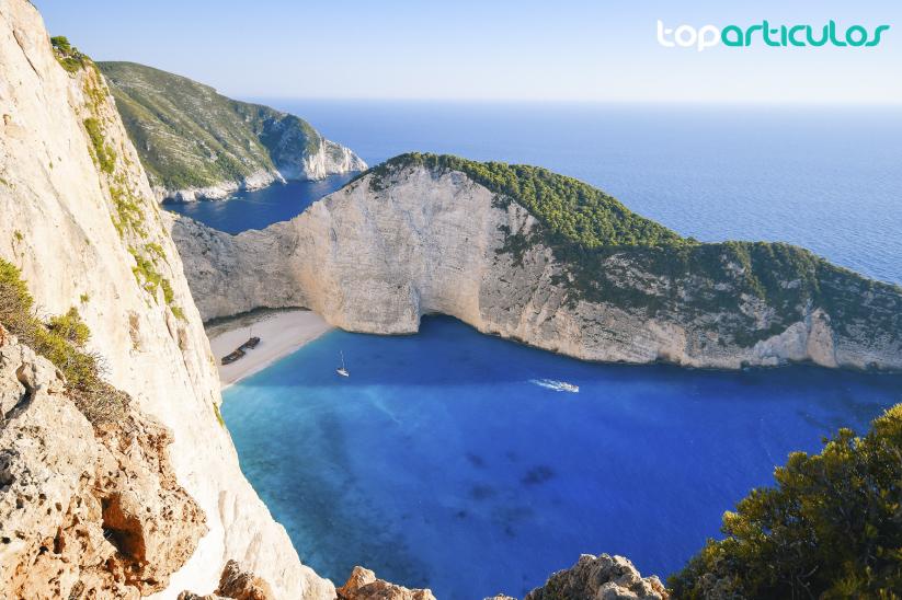 Playa del Navagio, un lugar idílico en la costa griega.
