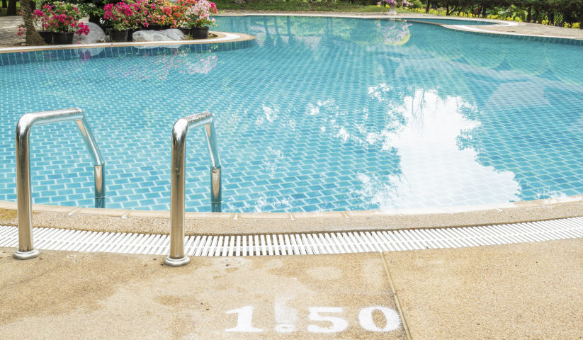 cómo mantener la piscina limpia y muy cuidada