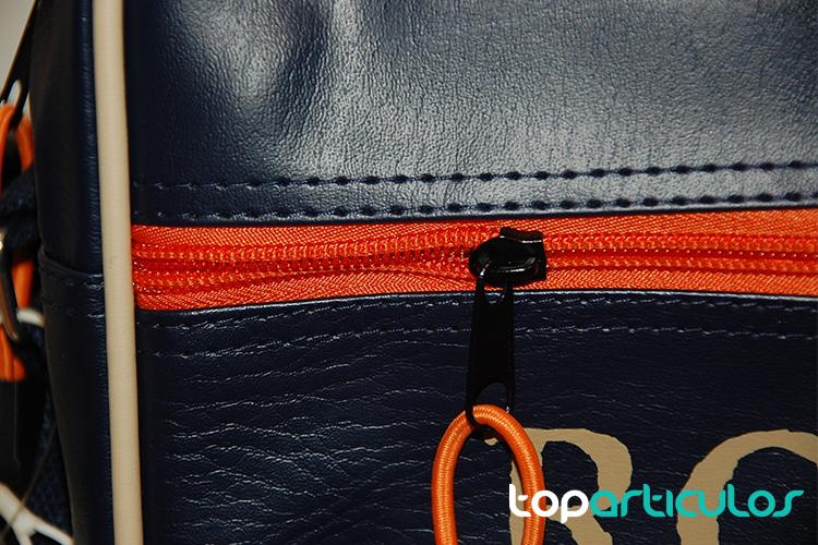 Vista de la cremallera de una bolsa de viaje