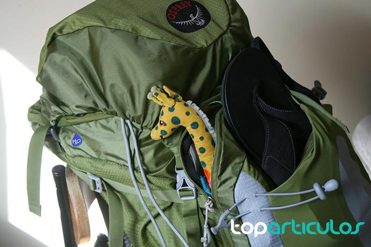 Vista de una mochila de viaje